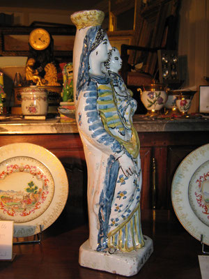 VENDUE. Exceptionnelle Vierge en faïence de Rennes. Epoque XVIII eme, 47 cm de haut.