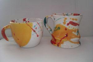 Keramiktassen in verschiedenen Formen und Farben