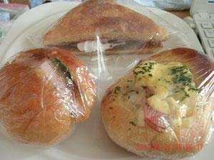 今日はよく行くパン屋さんのパンねw