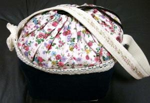 これはLIBERTY風の小花柄の巾着タイプね