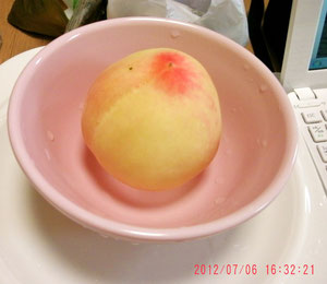 そしておやつの桃ね。