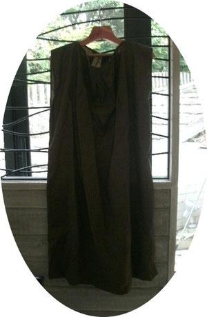 イタリア製のサマーウルーの生地で仕立てたチュニックです、上品に着れるよそ行きです。