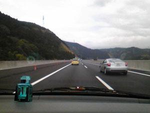 新富士~清水間。路肩が広いです。