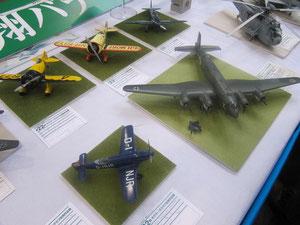 昔の戦闘機ですかね。
