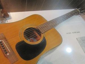 ギター③ ホタカ(60's)、こちらも名器。他社のドレッドノートタイプよりスマート。