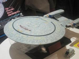 こちらは近未来型フライパン、ではなくスタートレックに出てくる戦艦。よくできてます。
