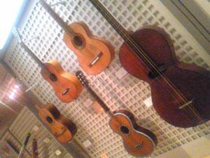19世紀頃?のギター。どれも初見。