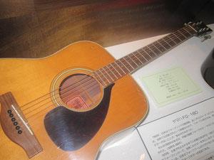 ギター② ヤマハFG-180(70's)、フォークブームの立役者。名器です。ピックガードがかっこいい!