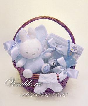 """© Подарочная корзина для новорожденного мальчика """"Зайка Бэбби"""""""