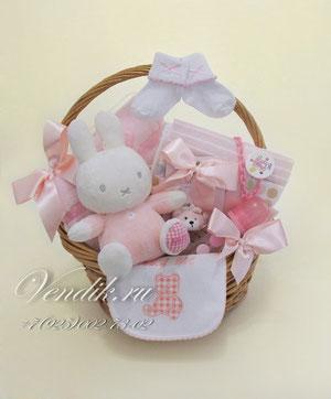 """© Подарочная корзина для новорожденной девочки """"Зайка Бэбби"""""""
