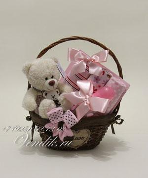 """© Подарочная корзина для новорожденной девочки """"Мишутка"""""""