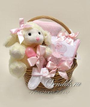 """© Подарочная корзина для новорожденной девочки """"Милая Овечка"""""""