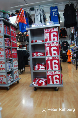 San Francisco: Pier 39,Fan Artikel von Jo Montana, Quaterback der San Francisco 49ers in den 80igern