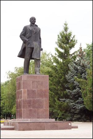 Памятник ленину на площади Труда. фото Алекасандра Тихонова