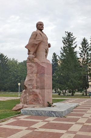 памятник Ленину на центральной площади