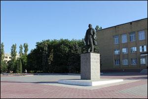 Памятник Ленина на центральной площади. фото Алексаедра Тихонова