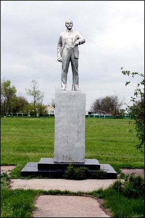 памятник Ленину в центральном сквере