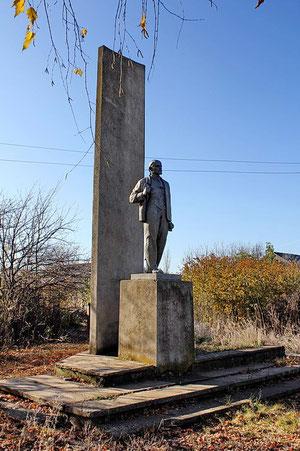 Памятник Ленину у правления