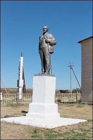 Паямтник Ленину перед СДК в сквере
