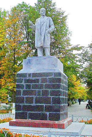 Памятник Ленину на улице Ленина, фото Г. Липунова