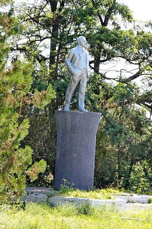 памятник Ленину в сквере