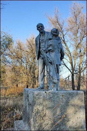Памятник Ленину в бывшем парке