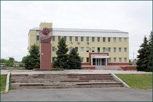 Бюст Ленину у здания администрации фото Александра Тихонова