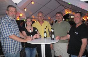 Uwe Bernd (Mitte), der perfekte Gastgeber