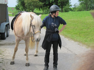 Diana Hegemann kam hinzu, nun haben wir für ein paar Tage eine eigene Tierärztin dabei (Foto:F.B.)