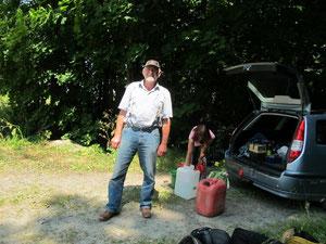 Trossfahrer für einen Tag: Helmut Stichel, der vor 30 Jahren eines der ersten Islandfohlen in Sachsen zog, und 150 km Anfahrt auf sich nahm, um uns einen Tag helfen zu können, Chapeaux!