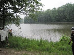 kleine Pause an einem kleinen See