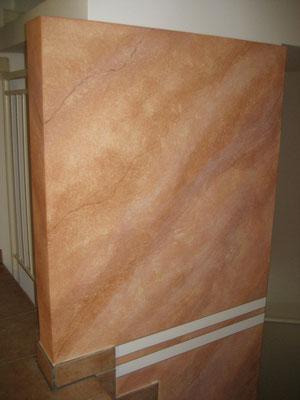 Stiegenzwischenwand mit Steinimitation