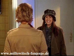 Nikolas Schwester (ebenfalls Mariele Millowitsch) kommt zu Besuch
