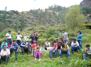 Les étudiants de l'université Daniel Alcides Carrión partageant leur expérience avec les membres d'Econtinuidad (Yanahuanca - Pasco - Pérou)