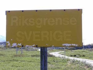 Riksgrense SVERIGE - steht am Taferl.