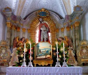 Altarnische am oberen Ende der Stiege