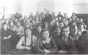 Gretl Silberstein (x) 1935 in ihrer Schweinfurter Schulklasse