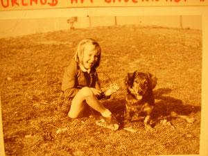 Liane 4 Jahre alt mit unserem Dackel-Spitz Lumpi