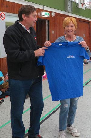 Christina Oeser (rechts) mit Manfred Wille vom CVJM Wolfsburg