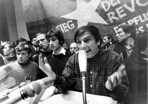 Rudi Dutschke taler på den internationale Vietnamkongres i Berlin, d 17. Februar 1968
