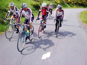 Claude emmène le groupe dans la montée vers Usclades