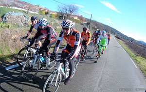 Loïc (et son nouveau vélo) et David emmènent le groupe