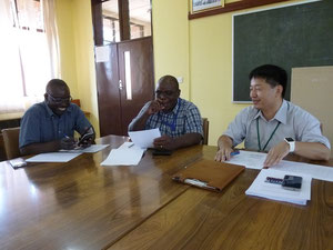 (From the left) Dr. ZULU, Prof. MWEENE, Prof. OKUMURA (Our Director)