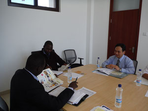 (from the left)Dr. Sande NGALANDE, Dr. Hambaba JIMAIMA, Mr. Tomoya TAKAHASHI