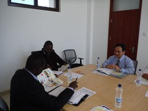 (from the left)Dr. Sande NGALANDE, Dr. Hambaba JIMAIMA, Mr. Tomoya TAKAHASHI