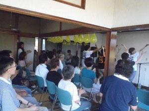 オンヌリ教会のワーシップダンスと会衆の様子
