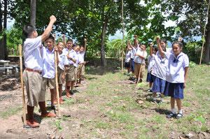 グリーンウェーブの日には25本のチークを植樹。