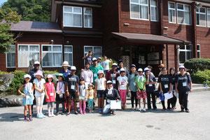 以前は中学校だった建物を活用して作られた町営の宿泊施設「ヘルシー美里」に皆でお泊り!