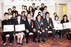 八重山親守詩の表彰式が開かれた(19日午後)