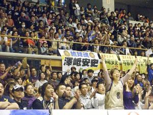 キングス選手のシュートに観客大興奮=29日午後、市総合体育館